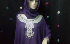 Gandoura en violet avec un châle